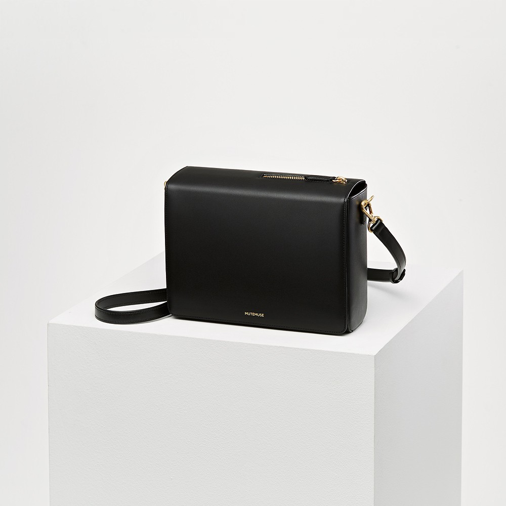 #Real Black / AMUSE BAG